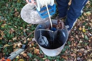 1ere campagne d'analyses de terrain - Décembre 2017 - ANR Frog - mesure de hauteur au sein des piezomètres ( (c) ISA )